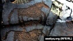 Таңбалы тас петроглифтері