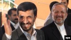 پيش از اين خبرنگار روزنامه گاردين در تهران نيز، در گزارشی که در شماره روز دوشنبه اين روزنامه بريتانيايی منتشر شد، از احتمال استعفای آقای متکی نوشته بود.