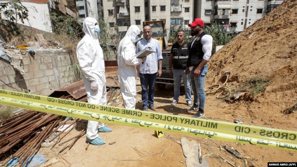 تصویری از محل انفجار یکی از پهپادهای ارتش اسرائیل در جنوب بیروت؛ خبرگزاری رویترز گزارش داده بود که یک ایرانی نیز همراه با دو لبنانی یاد شده در حمله اسرائیلی به ویلای منطقه «عقربا» کشته شده است.
