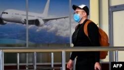 """Во многих аэропортах мира появились пассажиры, эвакуированные из Китая. На снимке: в киевском аэропорту """"Борисполь"""", 30 января 2020"""