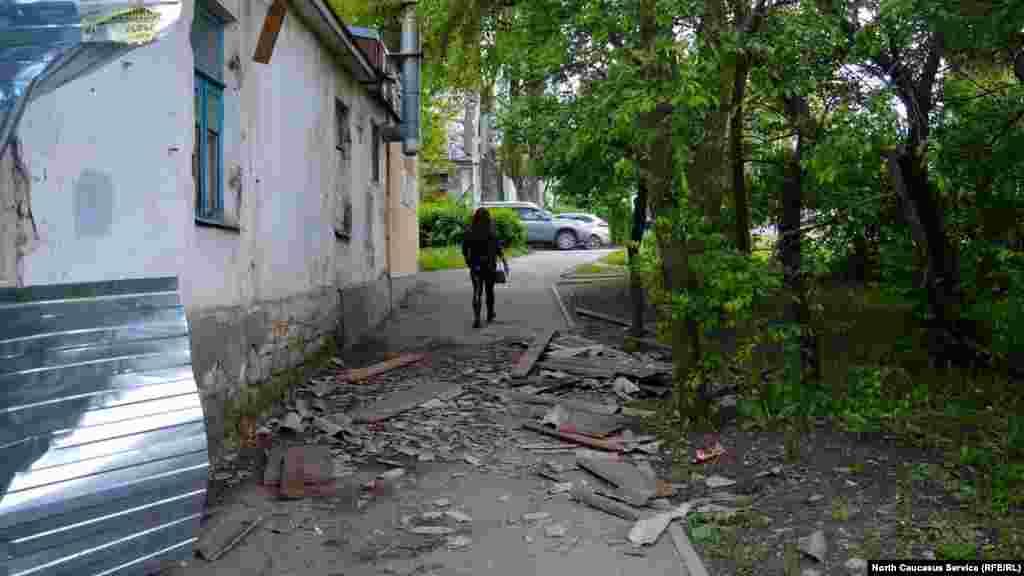 Солтүстік Кавказ федералдық университетіне жақын маңдағы ескі ғимарат.