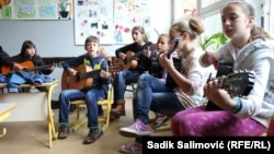 BiH-Srebrenica, young scolars participants of music school founded by the help of Austrian humanitarians