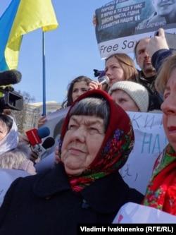 Мама Надежды Савченко на воскресной акции