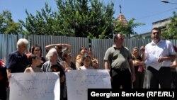 Участники акции утверждали, что строительство ведется с многочисленными нарушениями и представляет опасность для местных жителей