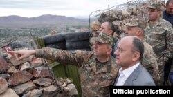 Armenia - Defense Minister Seyran Ohanian visits Amenian troops deployed on the border with Azerbaijan, 24Sept, 2016