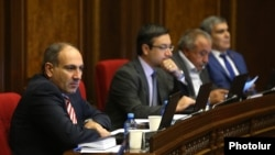 Armenia - Nikol Pashinian (L) and other deputies from the opposition Yelk alliance attend a parliament session in Yerevan, 3Oct2017.