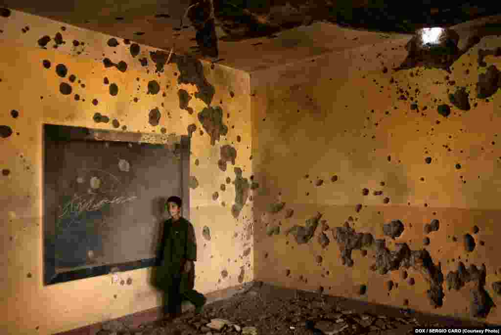 This school was set up by the Italian contingent in Shindand, Afghanistan, where several Spanish soldiers died. A week after it opened, it was damaged by a U.S. air strike. May 3, 2007