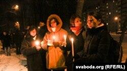 Участники акции солидарности с задержанными 19 декабря в Минске