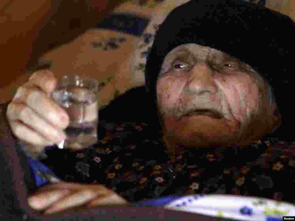 Найстаріша, як вважають, жінка у світі Антіса Хвічава, 1880 року народження, у своєму домі у селі Сачино в Грузії