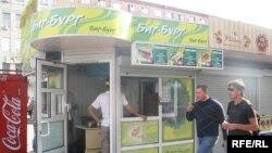 Пункт общественного питания, где продают фастфуд-продукцию.