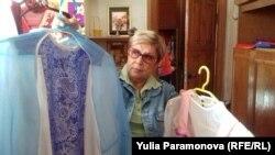 Валентина Житинец с костюмами из уголовного дела