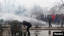 Protestë anti-qeveritare e organizuar nga partitë opozitare në Kosovë. 27 janar, 2015