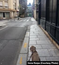 Парижские улочки пусты