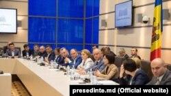 La o reuniune a semnatarilor acordului la Chișinău
