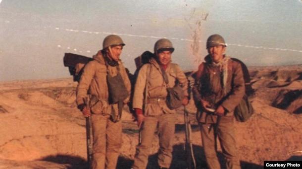 Казахи, участники ирано-иракской войны. Фото из семейного альбома.