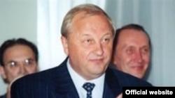 В свое время на одной лишь публичной любви к губернатору Свердловской области Эдуарду Росселю можно было сделать карьеру. Теперь Россель возглавляет свердловскую «Единую Россию»