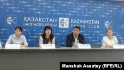 Пресс-конференция неправительственных организаци, выступивших против Единого национального тестирования (ЕНТ). Алматы, 4 июня 2015 года.