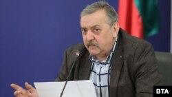 Според Тодор Кантарджиев забавянето на заразата в България се дължи на факта, че 90 % от българите са се вслушали в щаба и са спазвали противоепидемичните мерки