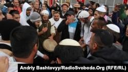 Хасид еврейлері Рош ха-Шана жаңа жылын мерекелеп жатыр. Умань, Украина, 4 қыркүйек 2013 жыл