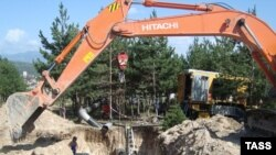 """Глава МВД потребовал от мэра не вмешиваться в работу подрядных организаций, занятых на восстановительных работах в городе, назвав их """"нашими"""""""