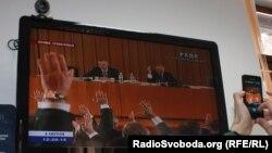 Депутати більшості голосують на «виїзному» засіданні парламенту