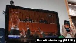 Монитор показывает ход голосования во время сессии парламента Украины. Киев, 4 апреля 2013 года.