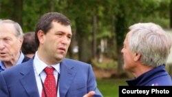 Алишер Аминов (слева) – вице-президент «Института независимой экспертизы и права», экс-кандидат в президенты Российского футбольного союза.