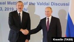 Президент Азербайджана Ильхам Алиев (слева) и президент России Владимир Путин