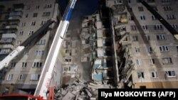 Разрушенный подъезд дома в Магнитогорске