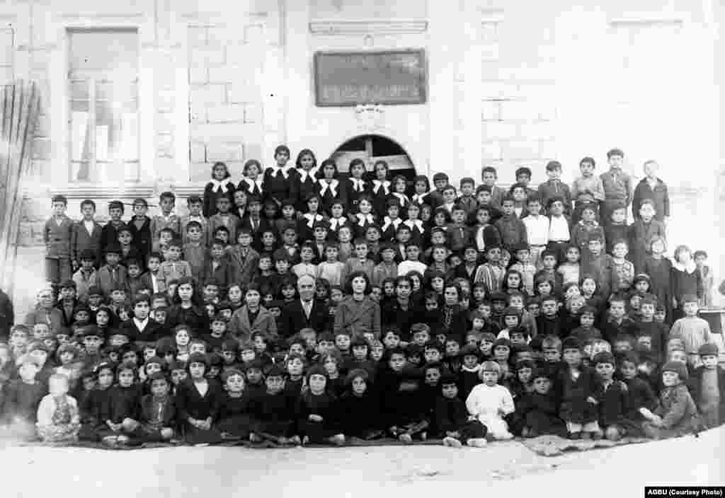 Pupils from the Armenian school in Aleppo's Nor Klugh neighborhood (1937-38)