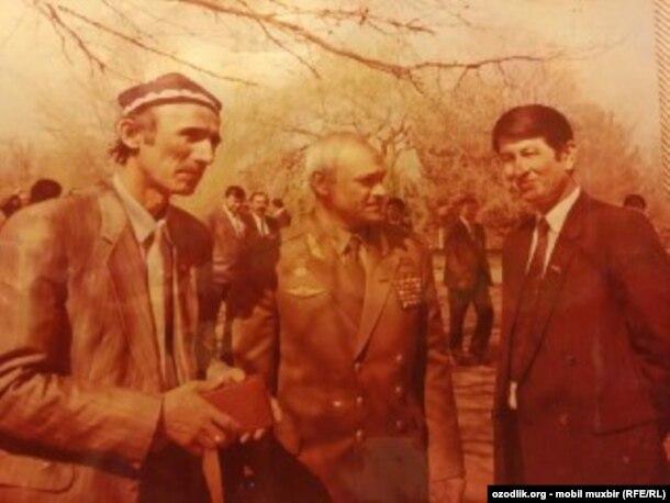 Саманар Қўқонов (ўнгда) ҳофиз Шерали Жўраев билан