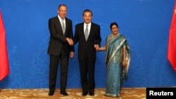 Russian Foreign Minister Sergei Lavrov (left), Chinese Foreign Minister Wang Yi, and Indian Foreign Minister Sushma Swaraj at the 2015 RIC meeting.