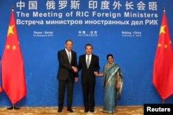Bu ilin fevralında Pekində Rusiya-Çin-Hindistan xarici işlər nazirlərinin görüşü