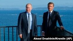 Ֆրանսիայի նախագահ Էմանյուել Մակրոնը և Ռուսաստանի նախագահ Վլադիմիր Պուտինը հանդիպում են Ֆոր-դը-Բրեգանսոնում, 19-ը օգոստոսի, 2019թ․