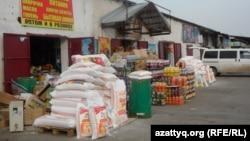 Шымкенттегі Алаш базары. Оңтүстік Қазақстан облысы, 6 мамыр 2014 жыл.