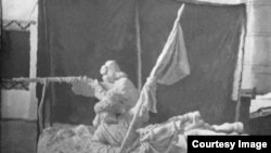 Фото репродукции скульптуры А. А. Лебедева «Повстанцы. 1916 год».
