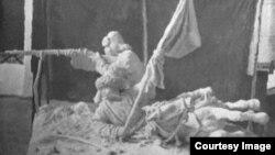 Лебедевтің «1916 жылғы көтерілісшілер» мүсінінің жаңғыртпасы.