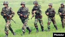 Հայ զինծառայողները զորավարժությունների ժամանակ, արխիվային լուսանկար