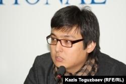 Азаттық радиосының комьюнити менеджері Артур Нығметов. Алматы, 5 желтоқсан 2011 жыл.