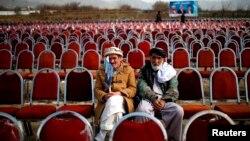 Parwan welaýatynda Abdullah Abdullahyň tarapdarlary saýlaw kampaniýasynyň başlangmagyna garaşýarlar. 20-nji mart, 2014 ý.