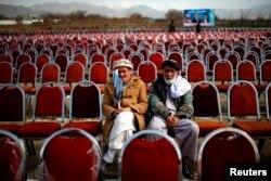 Перед политическим митингом. Провинция Парван, Афганистан