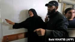 Мати одного із загиблих палестинців, командувача місцевого збройного крила «Хамасу» Нур Бараки у моргу, куди доправили його тіло