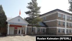 Авлетим айылындагы №5 Асанбек Кабаев атындагы мектеби.