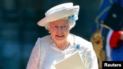 Королева Великобритании Елизавета II во время празднования 60-летия ее коронации. Вестминстерское аббатство, 4 июня 2013 года.