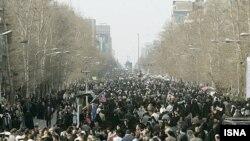 رییس جمهوری اسلامی ایران به راهپیمایان تهرانی خبر خوش هسته ای نداد.