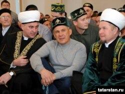Мәрҗани мәчетендә узган гаеттә Татарстан президенты Рөстәм Миңнеханов та катнашты, 6 ноябрь 2011
