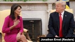 تصویری از نشست خبری دونالد ترامپ و نیکی هیلی پس از اعلام خبر استعفای وی