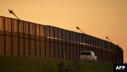 Стена США на границе с Мексикой.