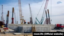 Перша опора Керченського мосту