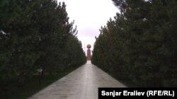 """Ташкент. """"Мустакиллик"""" (""""Эгемендик"""") аянтындагы монумент."""